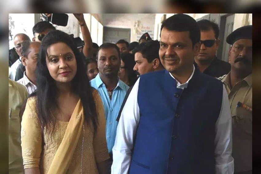 '<em>Palat Ke Aaungi'</em>: Fadnavis' Wife Tweets Farewell Message After BJP Govt Falls In Maharashtra
