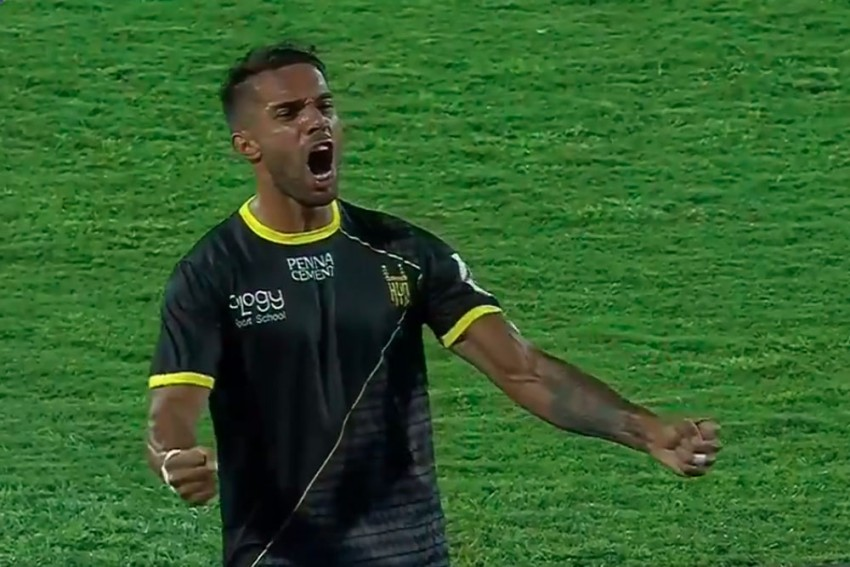 ISL: Late Robin Singh Strike Helps 10-Man Hyderabad Hold Defending Champions Bengaluru FC