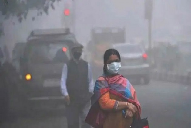 Pollution Rises To Hazardous Levels; 32 Flights Diverted From Delhi As Thick Smog Engulfs Delhi-NCR