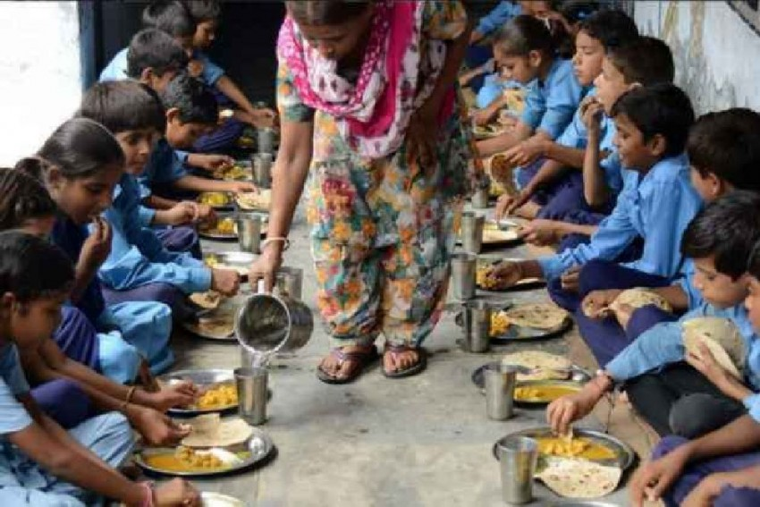 Karnataka: 60 Primary School Kids Hospitalised After Consuming Mid-Day Meal