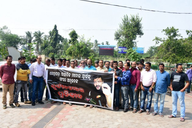 In Rare Show Of Unity, Odisha Journalists Protest Against BJD MP's Misbehaviour With Scribe