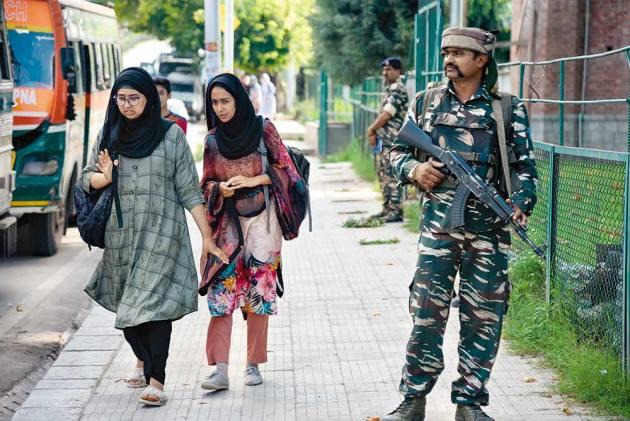UK Panel Debates Situation In Kashmir, Calls For India-Pakistan Dialogue