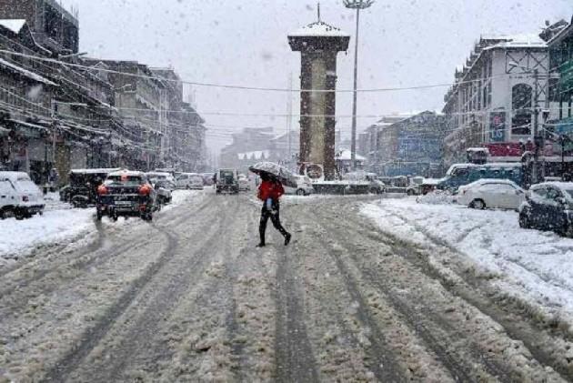 Kashmir In Standstill As Heavy Snowfall, Rain Wreck Havoc