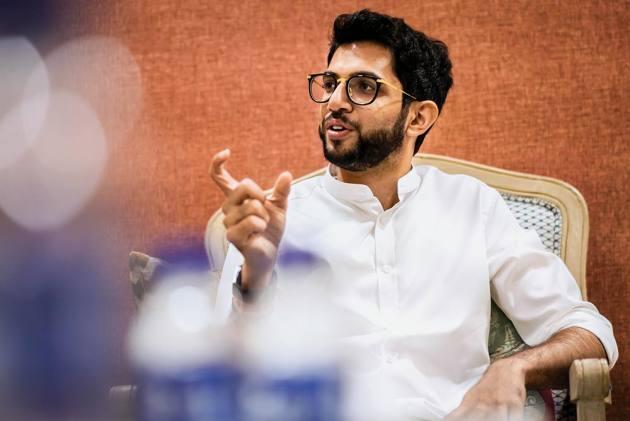 Maharashtra Deadlock: Aditya Thackeray Meets Shiv Sena MLAs As Uncertainty Continues Over Govt Formation
