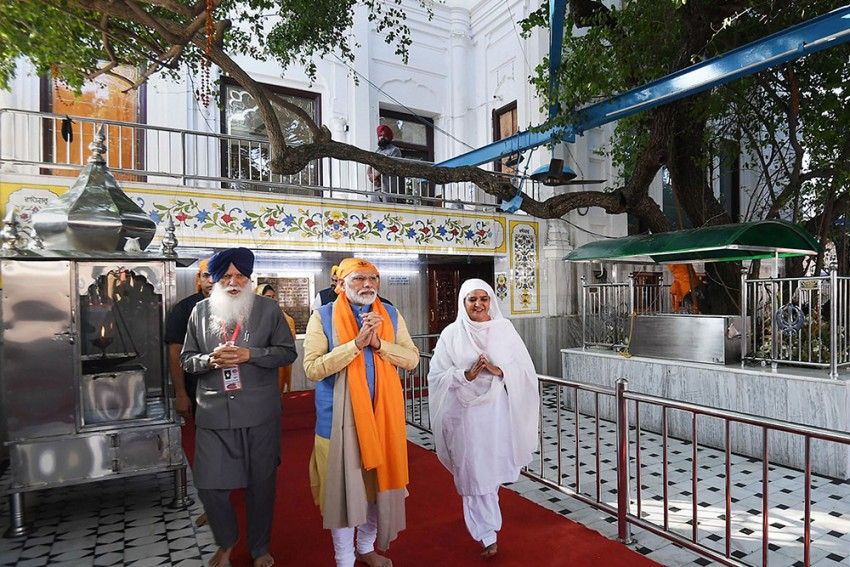 PM Modi Inaugurates Kartarpur Corridor, Flags Off First Jatha Of 500 Pilgrims