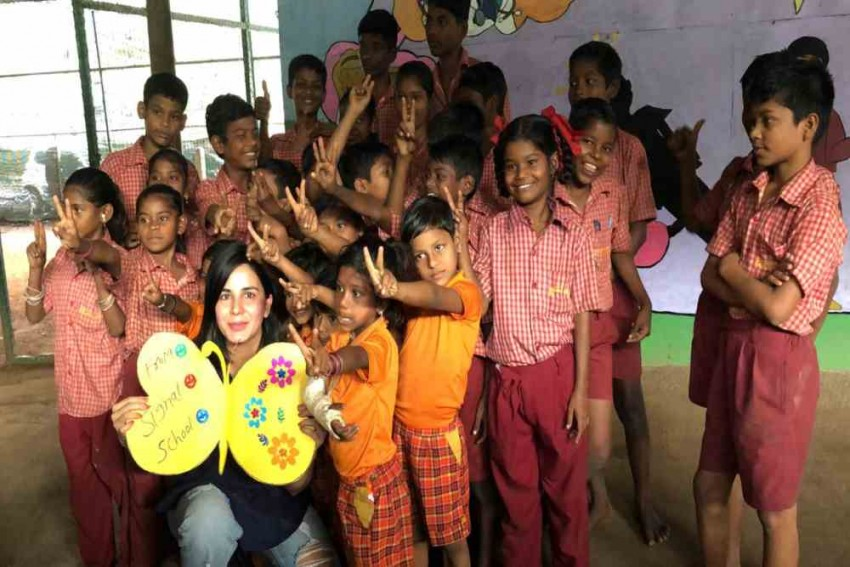 Kirti Kulhari Spends Time With Underprivileged Children From NGOs Signal School And Roti Ghar