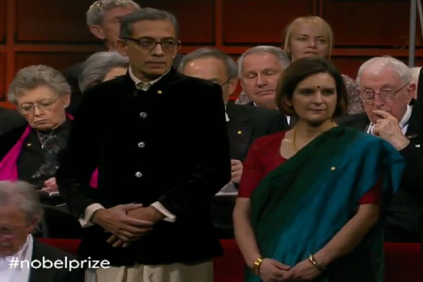 Abhijit Banerjee Turns Up In Dhoti, Esther Duflo In Saree At Nobel Prize Ceremony