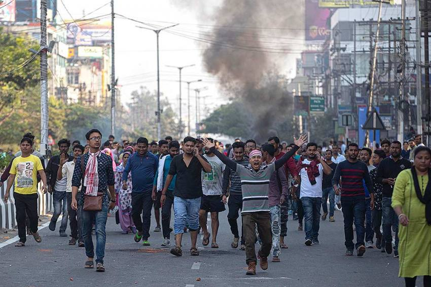 Anti-Citizenship Act Protests Live Updates: Curfew Relaxed In Assam, Meghalaya; Rail-Road Blockade Continues in Bengal