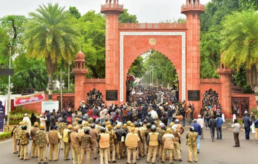 Cops Use Teargas, Batons On AMU Students Protesting Against CAA; Internet Suspended In Aligarh