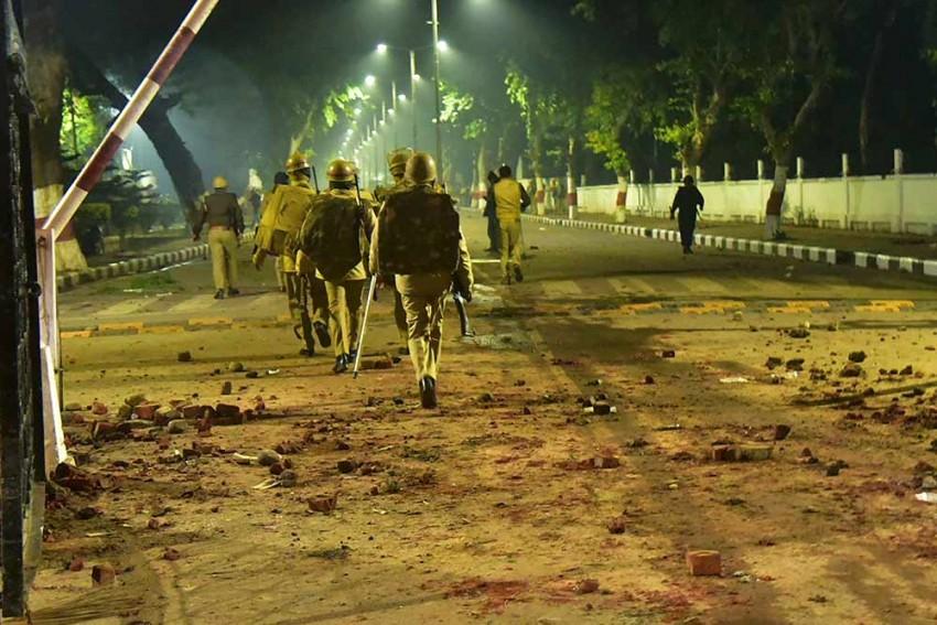 Police Arrest 21 After Clashes At Aligarh Muslim University; Hostels Vacated, Internet Shutdown Till Midnight