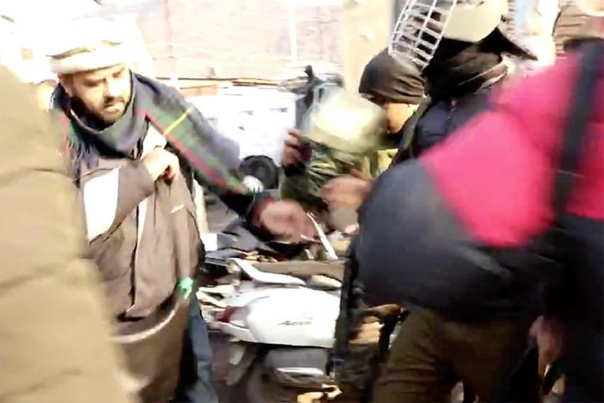 Two Kashmiri Journalists Abused, Thrashed By Police While Covering Protests In Srinagar