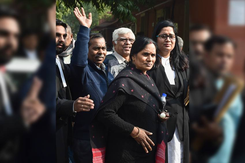 Nirbhaya's Mother Breaks Down After Delhi Court Postpones Death Warrant Of Convicts