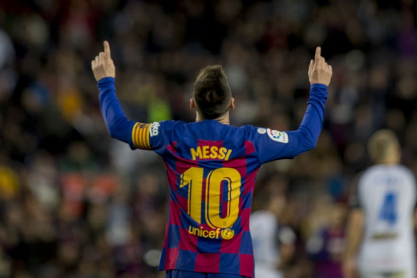 La Liga Barcelona 4 1 Alaves Lionel Messi Ends 2019 With 50 Goals As Barca Cruise