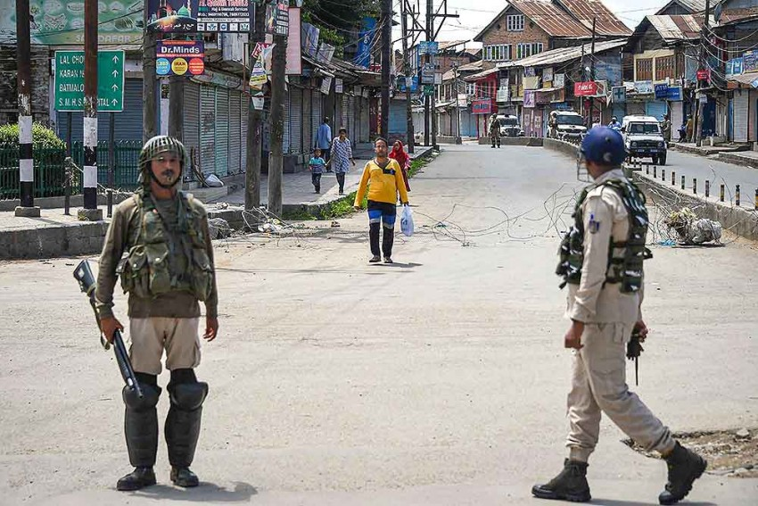 145 Days On, No Word On Restoring Internet In Kashmir; Students, Businesses Worst Sufferers