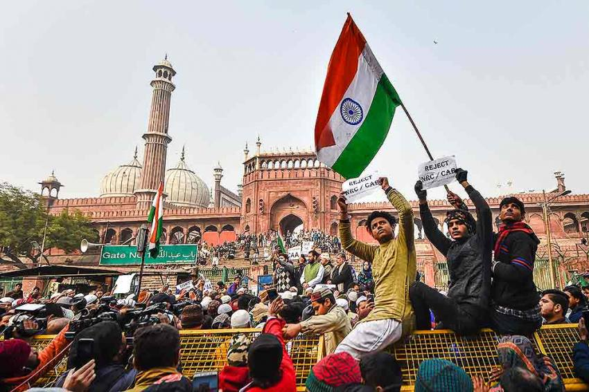Anti-CAA Protests Take Place Across Delhi Amid Tight Security, Some Tie Hands While Marching