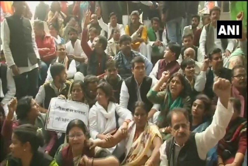 UP Ministers, MP Heckled At Unnao Rape Victim's Village, Protesters Shout 'Go Back'
