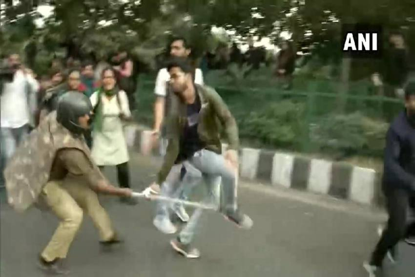 JNU Students Lathicharged By Police During March To Rashtrapati Bhavan