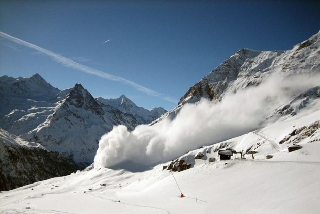 Jammu And Kashmir: Three People Missing After Coming Under Avalanche In Anantnag