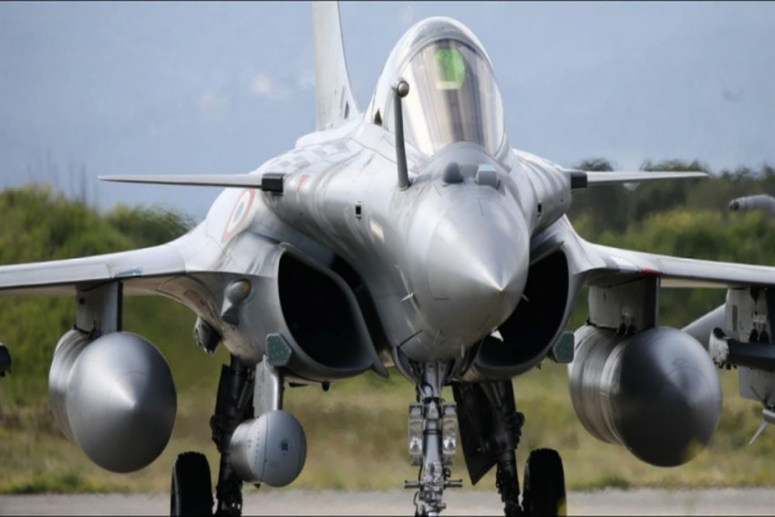Govt Dropped Anti-Corruption Clauses In Rafale Deal: Report