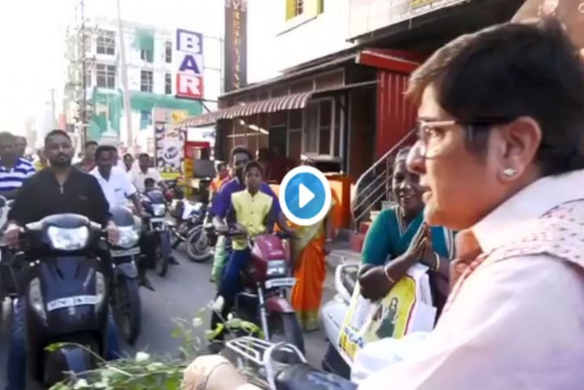 'Where's Your Helmet?' Kiran Bedi Dons The Role Of Traffic Cop, Scolds Bikers For Not Wearing Helmets