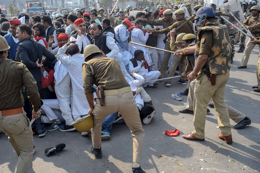 Akhilesh Yadav Says He Was Stopped At Lucknow Airport; SP Workers Lathicharged During Protests