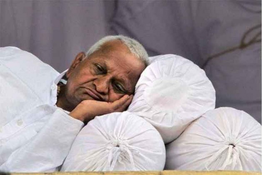 Anna Hazare Hospitalised Due To Lack Of Blood Supply To Brain