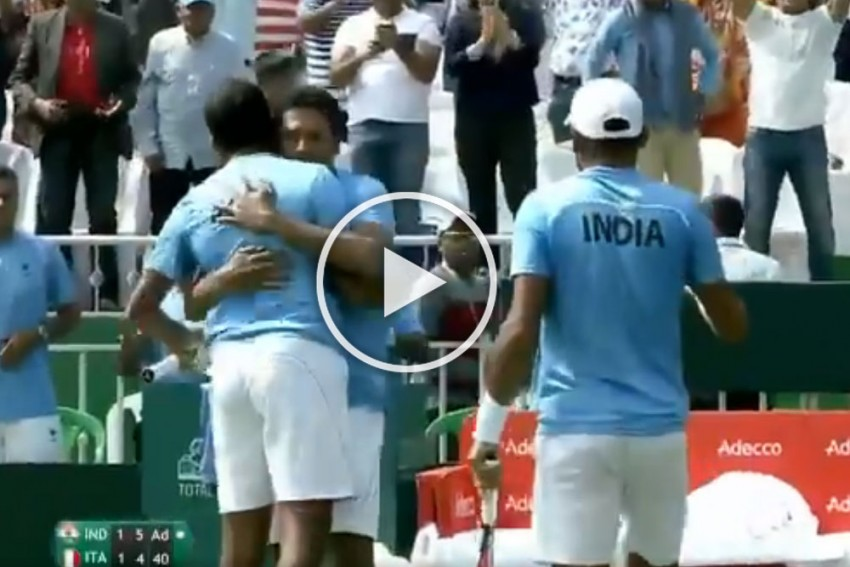 Davis Cup Qualifiers: Rohan Bopanna, Divij Sharan Win Doubles To Keep Indian Hopes Alive Against Italy – VIDEO