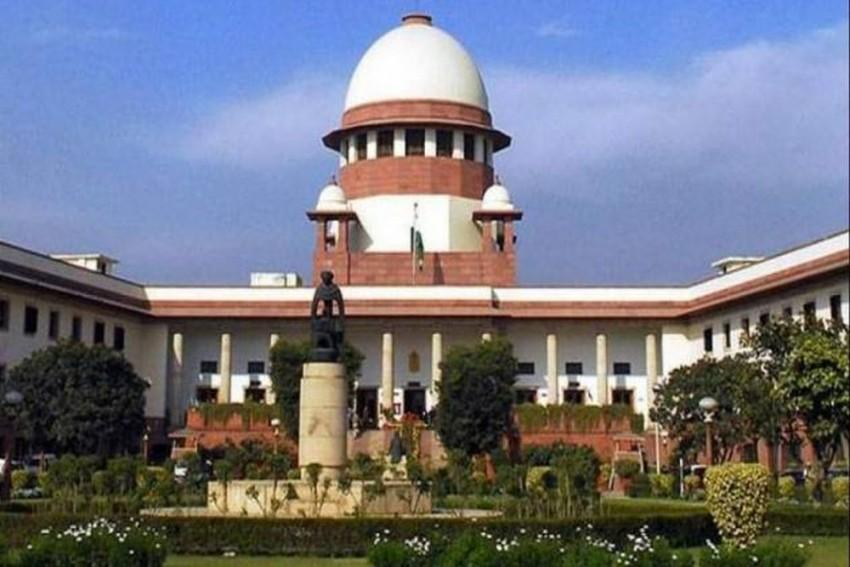 SC Judge Recuses Himself From Hearing Contempt Plea Against Ex-Kolkata Police Chief