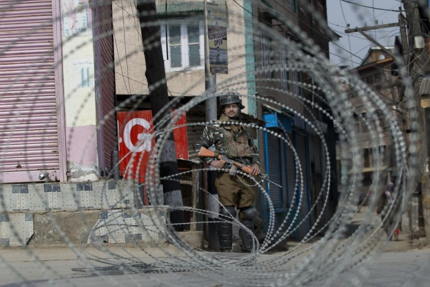 Panic In Kashmir After Deployment Of Additional Troops; Don't Believe In Rumours, Says Governor