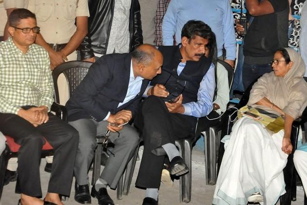 Kolkata Police-CBI Face-Off: Will Continue Satyagraha Till Country Is Saved, Says Mamata Banerjee