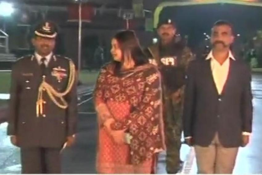 IAF Pilot Abhinandan Varthaman, Captured By Pak, Returns To India
