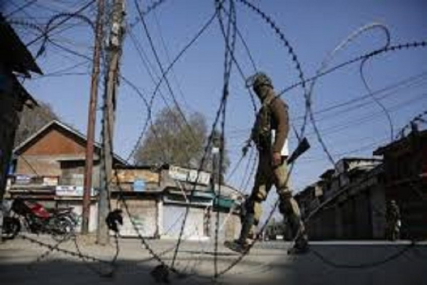 Pakistan Army Violates Ceasefire Along LoC in J&K's Rajouri, One Soldier Killed