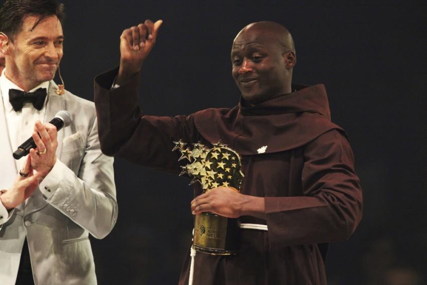 Kenyan Teacher Who Gives Away Salary To Poor Students Wins $1 Million Award