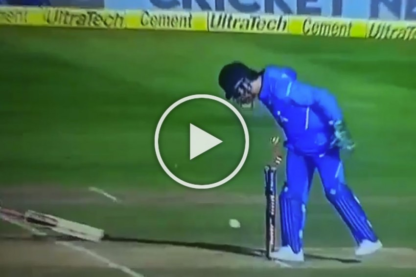 WATCH: Dhoni Pulls Off Outrageous Run Out In Front Of Home Crowd To Dismiss Maxwell