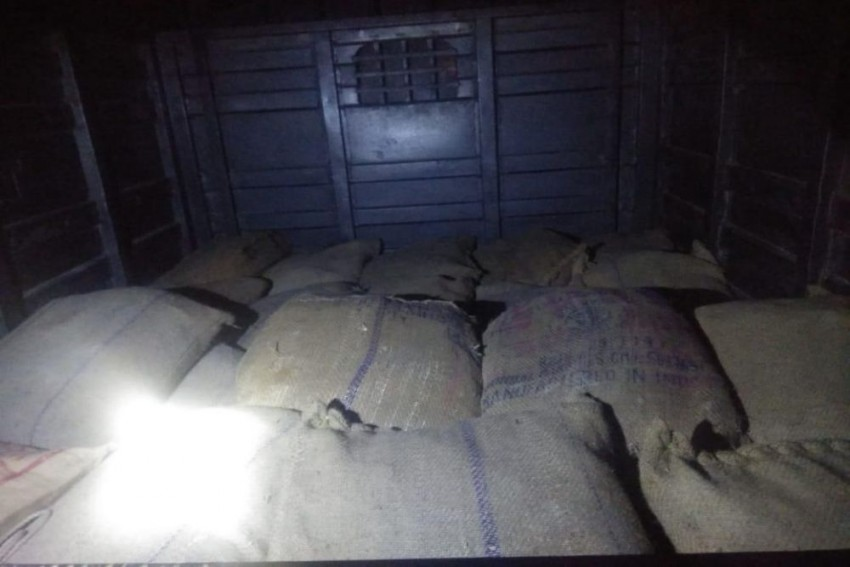 Goods Vehicle Containing 1,000 Kg Explosives Material Seized In Kolkata, 2 Arrested
