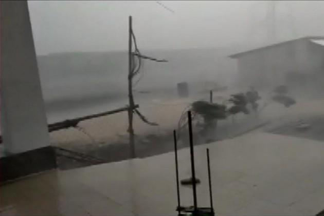 10 Dead, Several Injured As Unseasonal Rain, Dust Storm Hit Gujarat