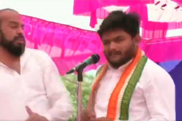 Man Slaps Hardik Patel On Stage At Congress Meeting In Gujarat's Surendranagar -- Video