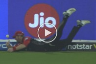 IPL 2019, KKR Vs RCB: Superman Takes The Field At Eden Gardens! Fearless Heinrich Klaasen Comes Out Of Nowhere To Save A Boundary – Must Watch
