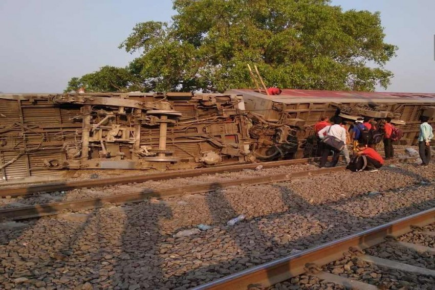 At Least 15 Injured As 12 Coaches Of Poorva Express Derails In Kanpur
