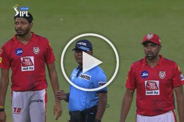 IPL 2019, RCB Vs KXIP: Truly Bizarre! Umpire Shamshuddin Puts The Ball In His Pocket, Then This Happen – MUST WATCH