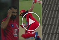 IPL 2019, RCB Vs KXIP: Who Hits A Six Like This? Watch Evasive AB de Villiers' Unbelievable Strike Against Mohammed Shami – VIDEO