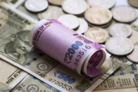 Rupee Dives To 6-week Low As Crude Spikes Above $75 Per Barrel; Loses 39 Paise Vs USD