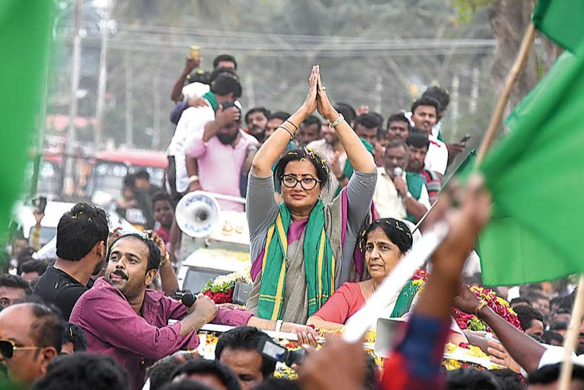 Women In Politics: Sumalatha Ambareesh Is No Stranger To Politics