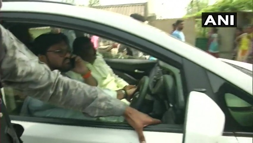 Lok Sabha Elections 2019: BJP Candidate Babul Supriyo's Car Vandalised In Asansol