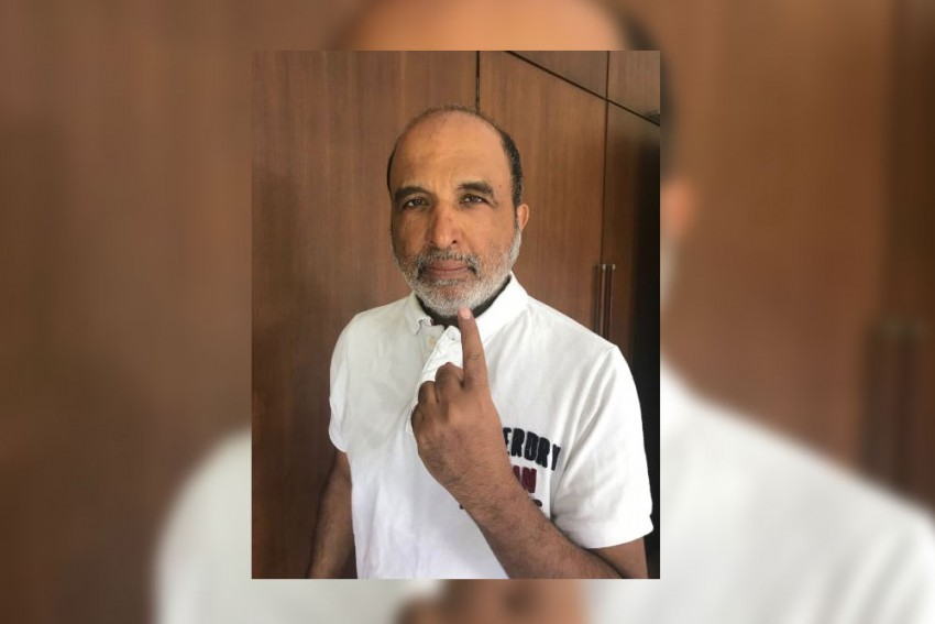 Congress' Sanjay Jha Claims Indelible Ink Being Easily Removed Using Nail Polish Remover