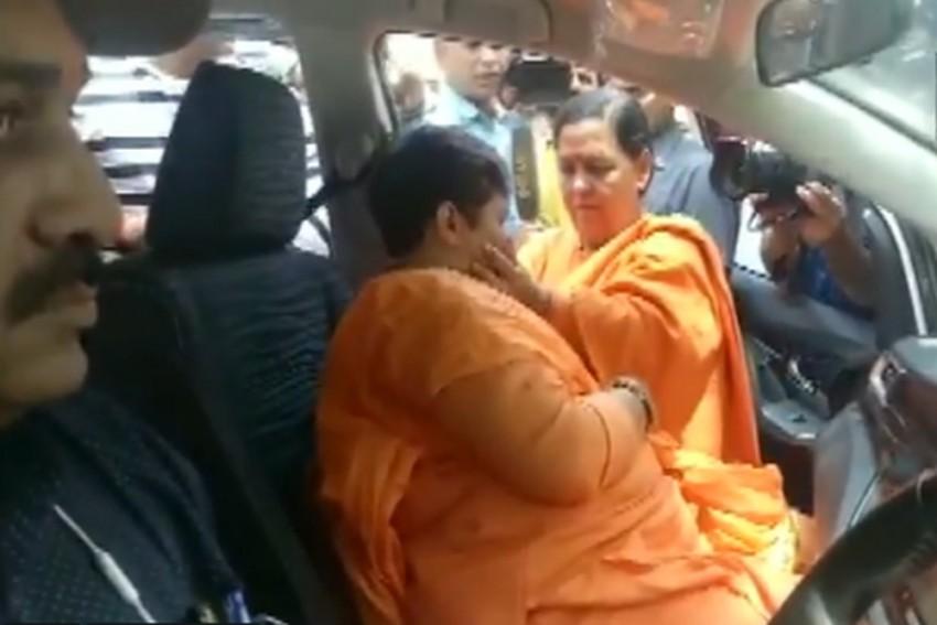 Pragya Singh Thakur Breaks Down After Meeting Uma Bharti In Bhopal
