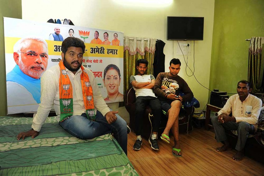 Slogans, Posters, Poems: How This BJP Worker And His Team Campaign For Smriti Irani In Amethi