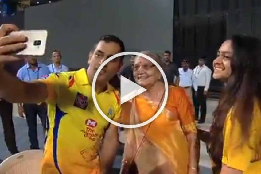 IPL 2019: MS Dhoni Obliges Elderly Fan's Request, Wins Hearts – WATCH