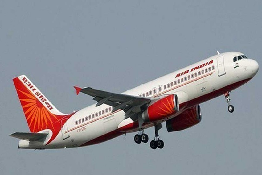 Pak Opens One Of 11 Air Routes For West-Bound Flights From India