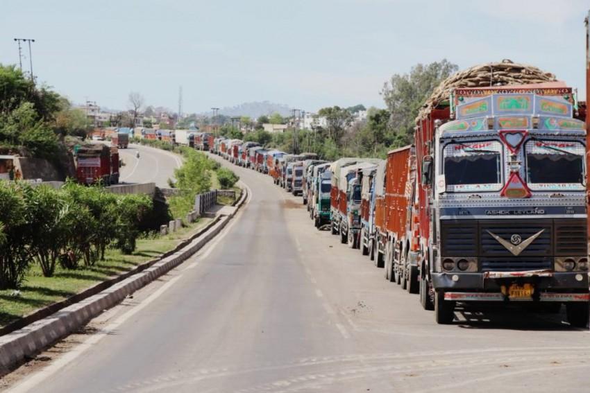 Jammu-Srinagar Highway Ban Begins, Locals Compare It With German Occupation Of Poland